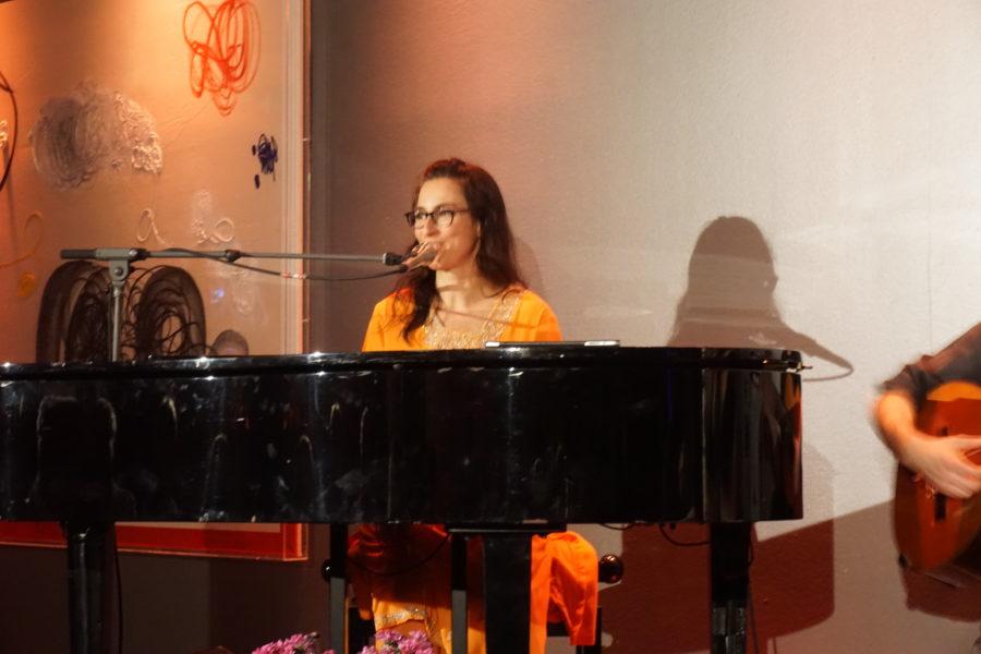 Sängerin und Konzertpianistin